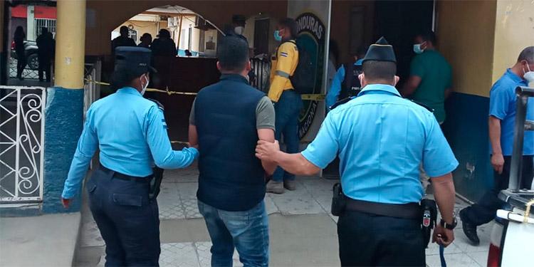 Lo capturan acusado de violar a una mujer