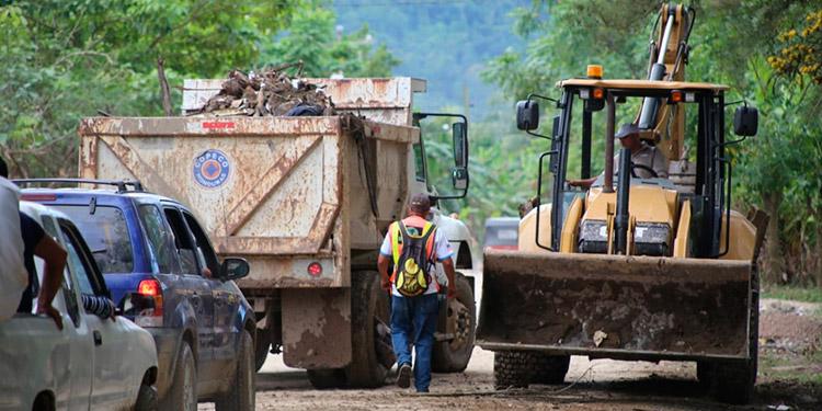 """A segunda fase de la Operación """"No Están Solos"""", las instituciones gubernamentales continúan los trabajos de limpieza en beneficio de los pobladores de Baracoa."""