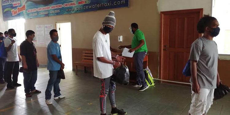 El gobierno de Belice penaliza con seis meses de cárcel el ingreso de migrantes sin sus documentos respectivos a su país.