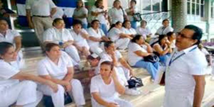 Enfermeras anuncian plantones al pedir incentivos salariales