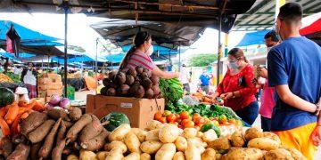 El BCH reconoce el encarecimiento de alimentos como granos básicos, hortalizas, carnes y queso, entre otros.