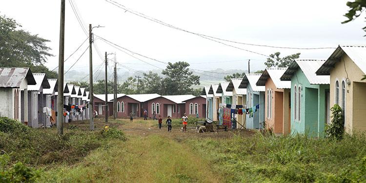 Una feliz Navidad pasarán 51 familias en casas nuevas