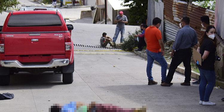 Las primeras investigaciones indican que al hombre lo ultimaron en otro sector y fueron a tirar su cuerpo en una transitada calle de la colonia Lomas del Norte, en Comayagüela.