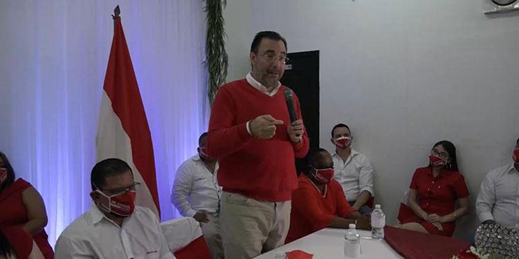 Luis Zelaya promete a porteños regreso de la Marina