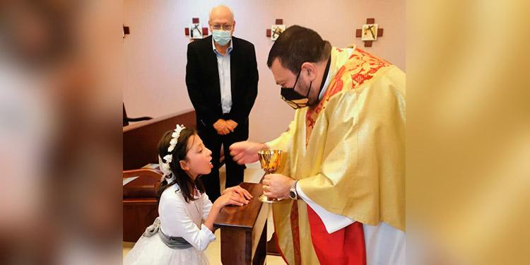 Catalina Aguirre Bulnes celebra su primera comunión