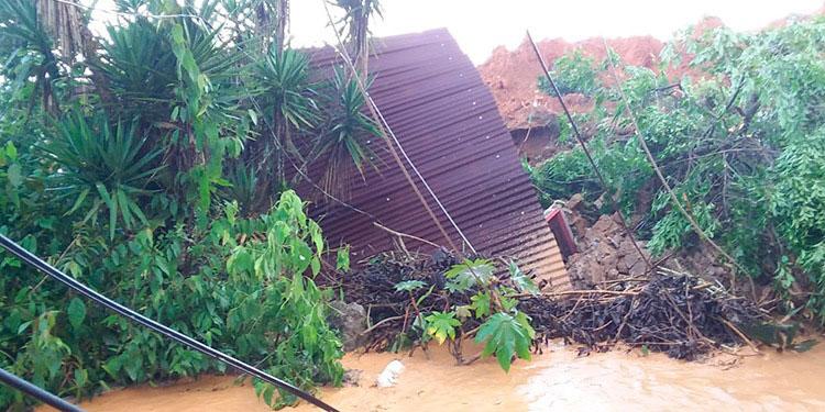 Sin agua y con casas en ruinas en Santa Bárbara