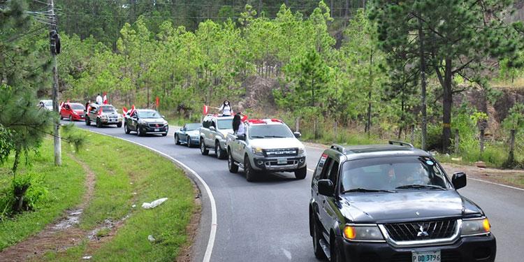 Yanistas llegan en caravanas a juramentar candidatos