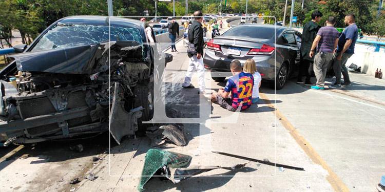 Tres heridos deja brutal colisión de vehículos en Tegucigalpa
