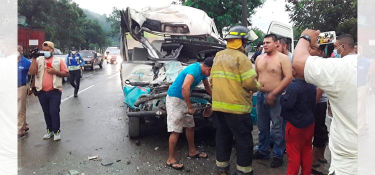 Choque entre dos buses deja varias personas heridas en Choloma