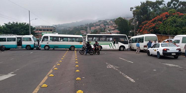 Gobierno y transportistas logran acuerdo de apoyo financiero