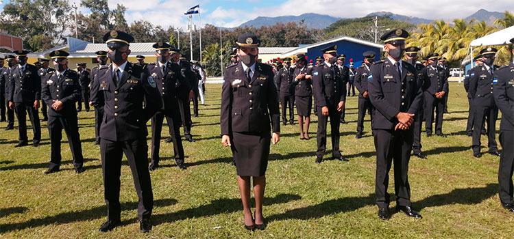 Realizan ceremonia de ascenso a 70 policías al grado de subinspectores