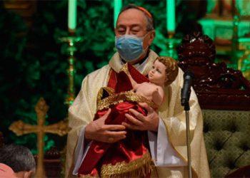 Cardenal Rodríguez recuerda a refugiados, inmigrantes y la guerra en Siria