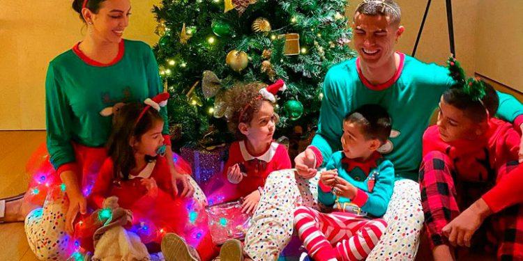 """Cristiano Ronaldo """"yuca"""" con sus hijos"""