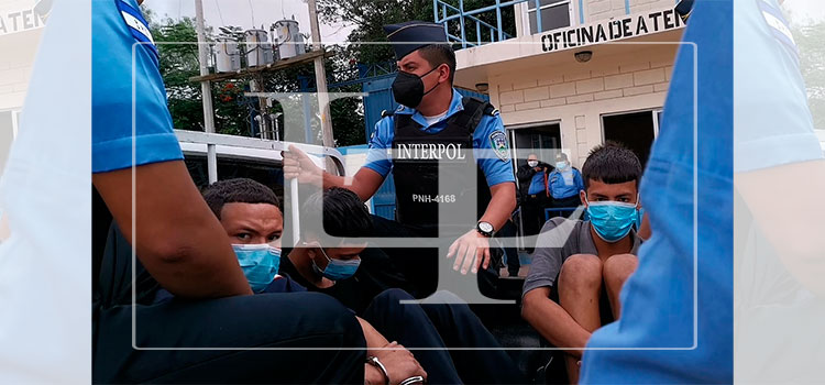 Detienen a tres supuestos integrantes de la pandilla 18 en la capital