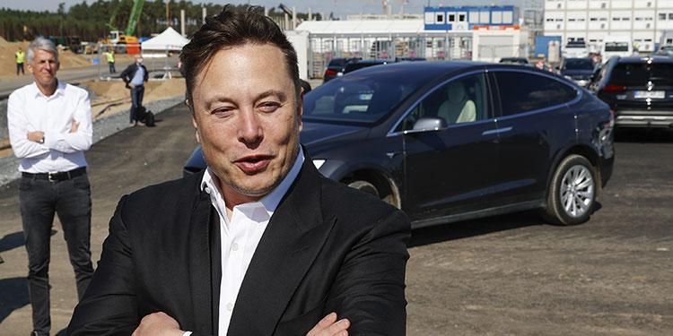 Elon Musk dice que intentó sin éxito vender Tesla a Apple
