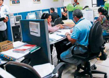 Los empleados públicos insisten en reajuste salarial.