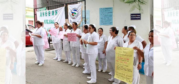Enfermeras protestan exigiendo pago de sueldos atrasados