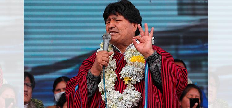 El silletazo contra Evo Morales provoca críticas y memes en Bolivia