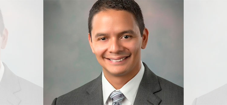 Médico hondureño sobresale en EEUU con tecnología de punta