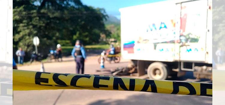 Motociclista muere tras impactar con un camión en Villanueva, Cortés
