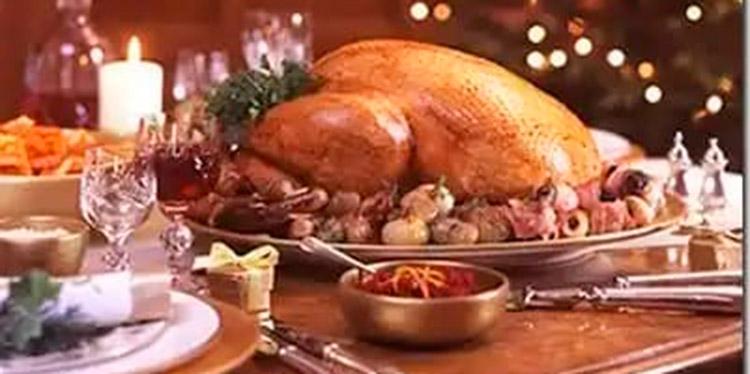 Tradición. Piernas de cerdo, pavos y pavipollos horneados. (Servicio que ofrece la empresa Banquetes para el 24 y 31 de diciembre)