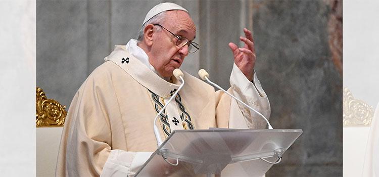 Papa anuncia que se vacunará 'la semana que viene' y denuncia 'negacionismo suicida'