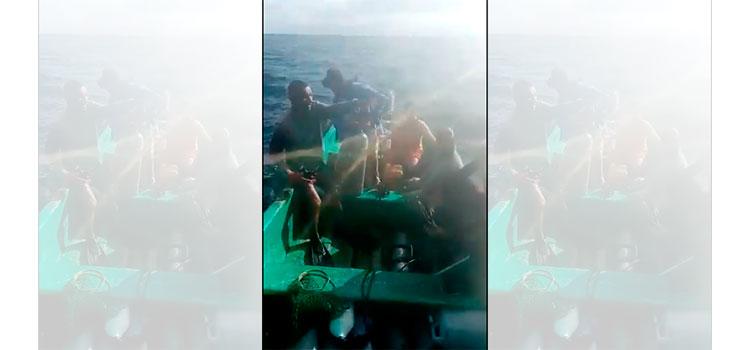 Bomberos buscan pescador desaparecido en alta mar