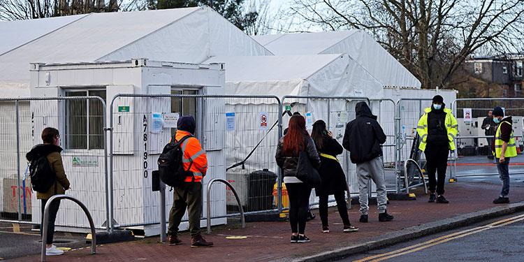 """Reino Unido descubre una segunda variante """"aún más contagiosa"""" del virus"""