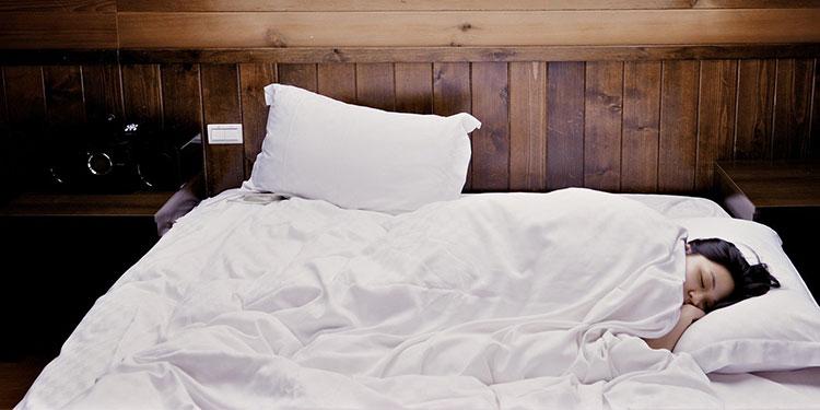 Conciliar tarde el sueño causa más desgaste congnitivo en la mediana edad