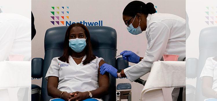 Una enfermera de hospital de Queens, la primera en vacunarse contra COVID-19