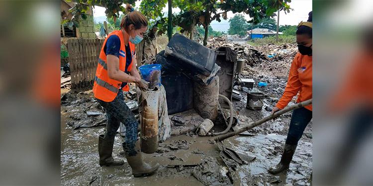 Unas 1,576 toneladas de escombros remueven en el Valle de Sula