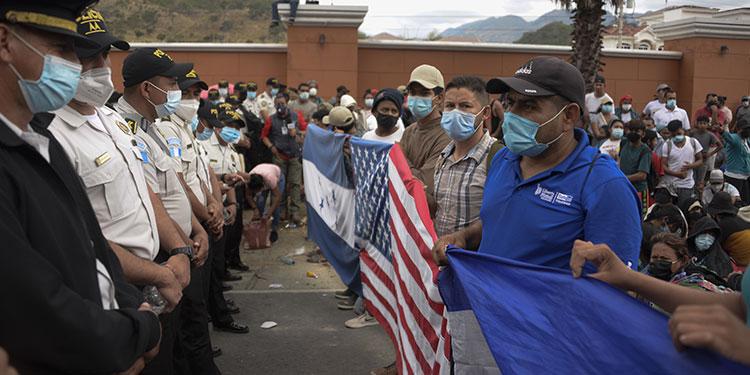 Los hondureños no pueden continuar su travesía si no cumplen con una prueba negativa de la COVID-19, según el Instituto Guatemalteco de Migración.