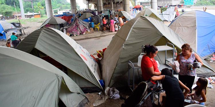 Los damnificados lamentaron que en cada covacha habitan hasta tres familias.