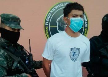 """Según la FNAMP, Mario José Díaz Flores (19), alias """"El Gordo"""", exigía el """"impuesto de guerra"""" en un sector de la colonia Suyapa."""