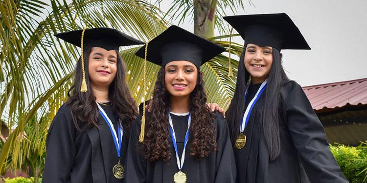 Elena Patricia Moncada, Alison Salinas, Angelina Victoria Salinas.