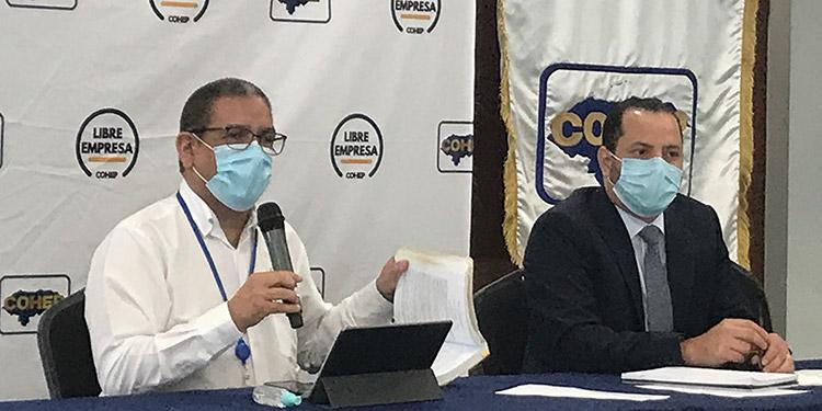 El director ejecutivo del Cohep, Armando Urtecho; y el gerente de Asesoría Legal, Gustavo Solórzano, llamaron a las empresas a cumplir con estos incrementos graduales.