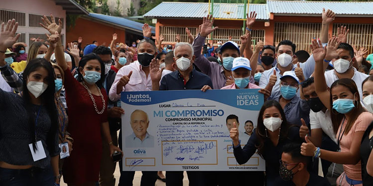 Mauricio Oliva, vamos a iniciar el bono 12 mil para que haya dinero en los hogares más pobres.