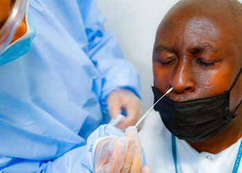 La Mesa Multisectorial acordó dejar sin efecto la orden de la Secretaría de Salud de certificar pruebas PCR para viajeros.