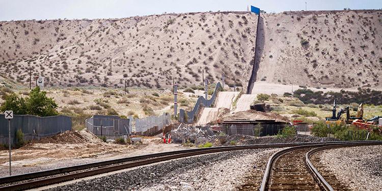 Trump viajará el martes a Texas para visitar la construcción del muro con México
