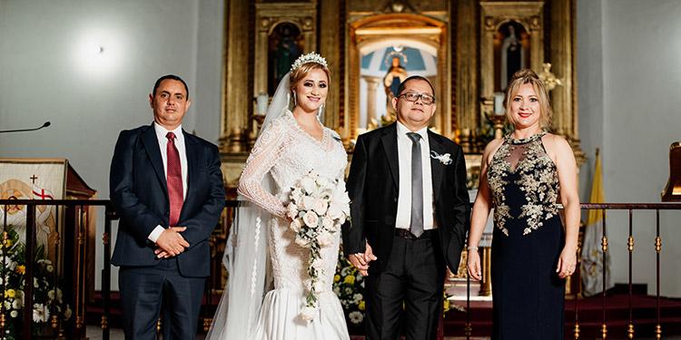 Jorge Vindel, los recién casados y Eva Rojas.