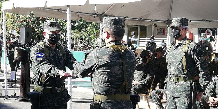 Los cambios se dieron en presencia del jefe del Estado Mayor Conjunto de las FF. AA., general Tito Livio Moreno Coello