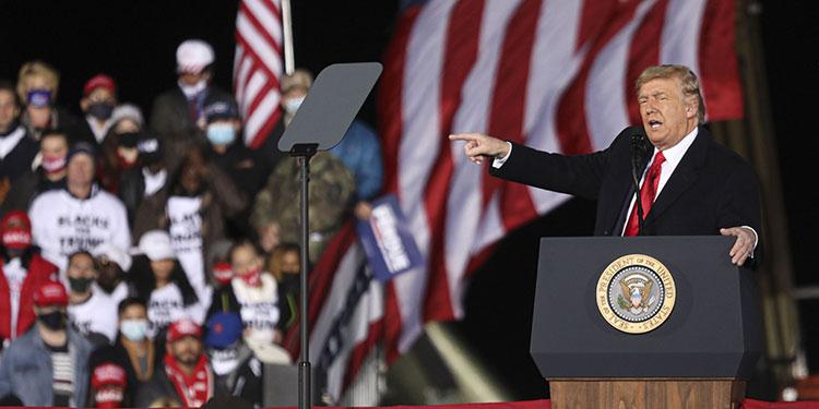 El presidente estadounidense, Donald Trump, confirmó que hablará en un mitin en Washington este miércoles convocado por sus simpatizantes para protestar contra la certificación en el Congreso de los resultados de las presidenciales del 2020.   (LASSERFOTO AFP)