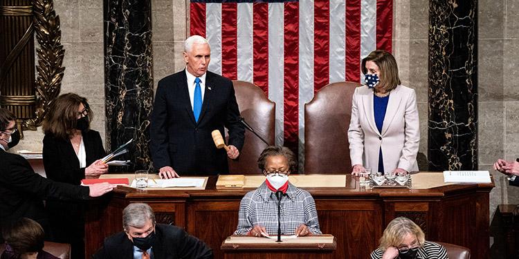 """Los líderes demócratas en el Congreso han advertido que quieren la renuncia de Trump, o de lo contrario tomarán """"medidas"""" para intentar destituir al mandatario republicano por segunda vez durante su presidencia. (LASSERFOTO EFE)"""