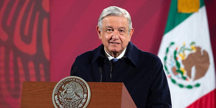"""El presidente de Estados Unidos, Donald Trump, agradeció a su homólogo de México, Andrés Manuel López Obrador, por su """"amistad"""" y apoyo en el control de la frontera. (LASSERFOTO AFP)"""