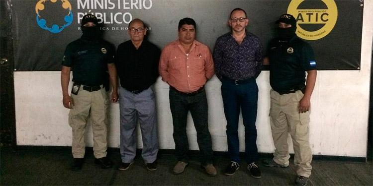 Los tres encausados fungían como director, administrador y encargado del almacén de la Región Metropolitana de Salud.