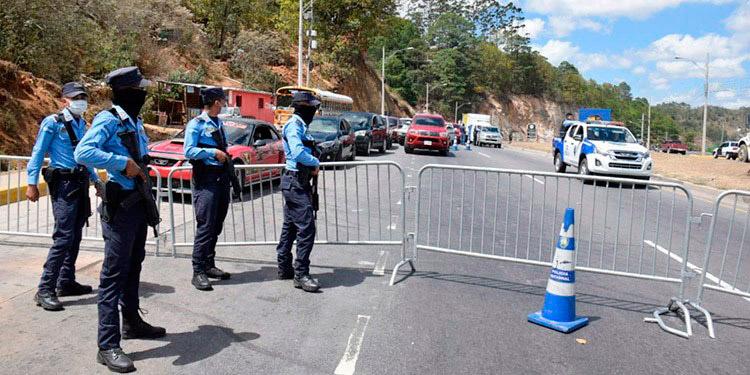 La Policía Nacional insta a la prudencia, evitar riesgos innecesarios y a mantener comunicación permanente con las autoridades.