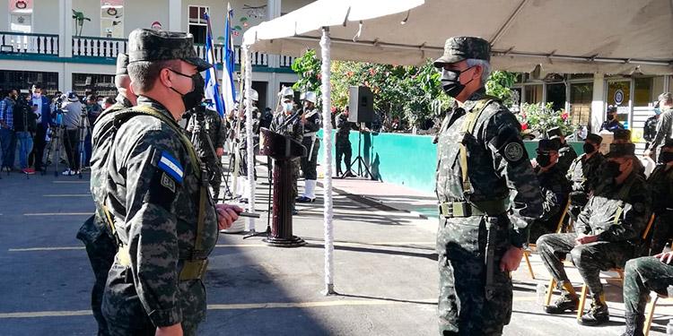 A las ceremonias de traspaso de mando asistieron las máximas autoridades militares, incluyendo el jefe del Estado Mayor Conjunto, general Tito Livio Moreno Coello.