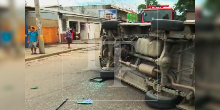Varios lesionados deja brutal choque entre camioneta y un bus rapidito en SPS