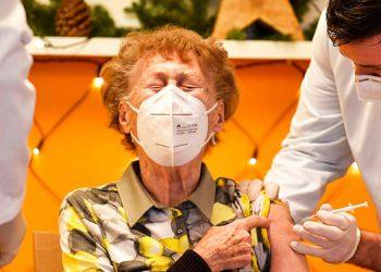 Caótico inicio de campaña de vacunación COVID-19 en Alemania