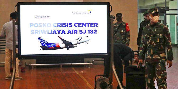 Confirman que avión de Indonesia desaparecido, cayó al mar